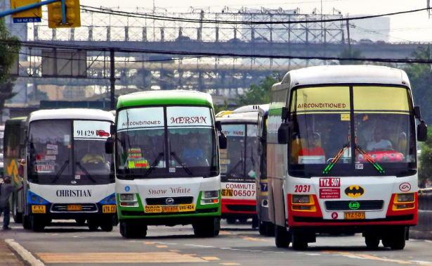 マニラ市内のバス